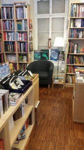 Bücher-Truhe